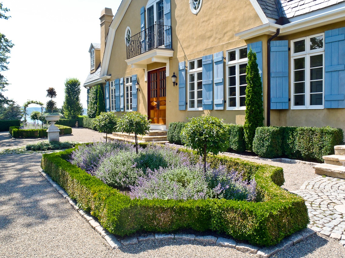 French Garden With Rice Stone